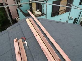 棟下地となる貫板を設置します