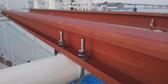 大津市にてうみのこの屋根鉄骨下地を塗装開始しました