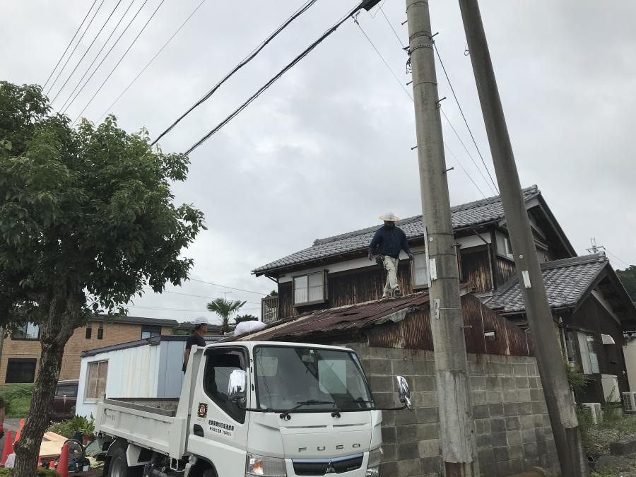 高島市今津町の台風で雨漏りしているスレート屋根の葺替え準備