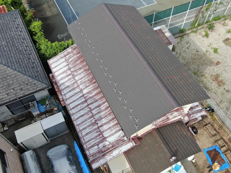 金属屋根下屋