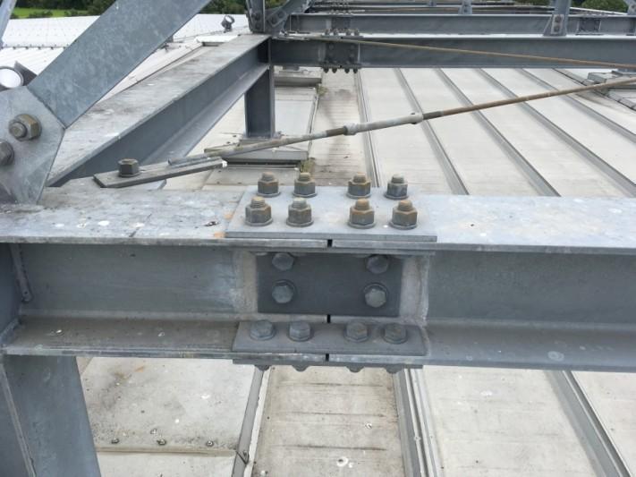 梁のボルト確認