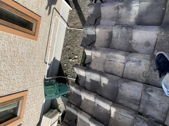 台風被害にあった桟瓦割れ