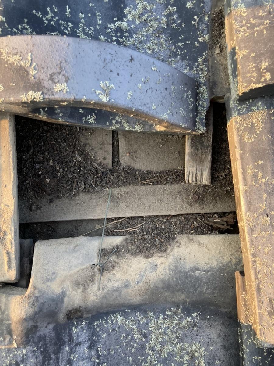 下地劣化した瓦屋根