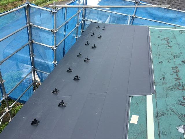 屋根板金材取付完了