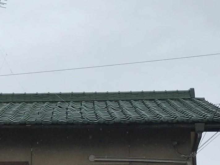 釉薬瓦の浮き