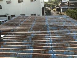 サビが広がっている折半金属屋根
