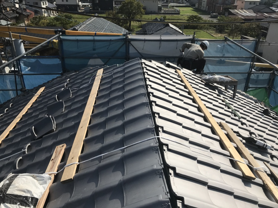高島市にある瓦屋根の葺替えを行いました