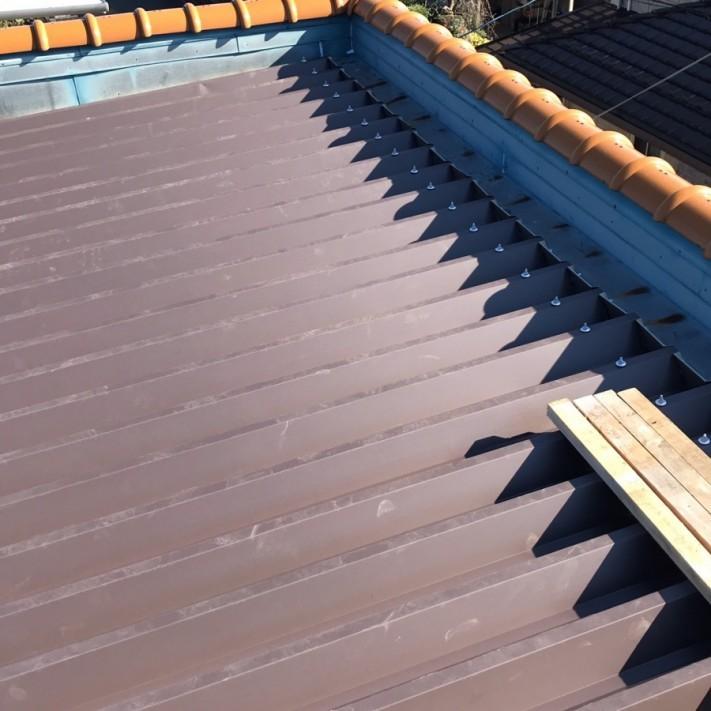 折半屋根材取付け完了