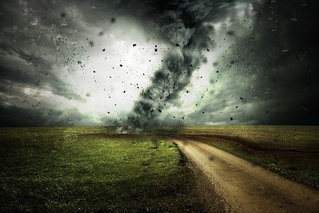 cyclone-2102397_640