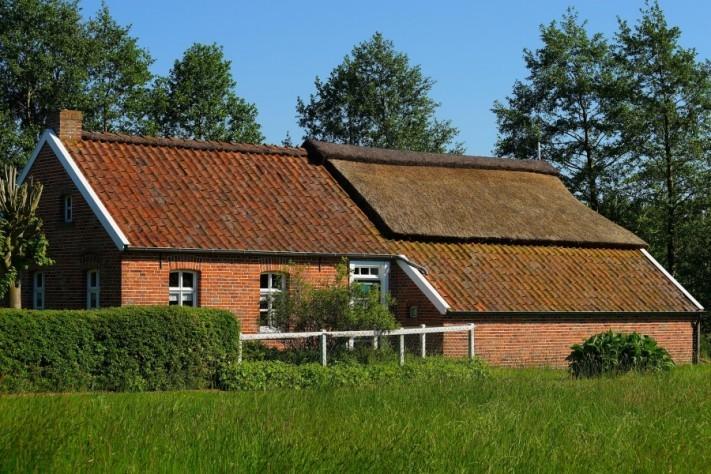 fehnhaus-3425166_1920-columns1
