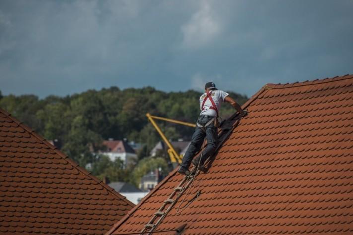 roofers-2891664_1920-1-columns1